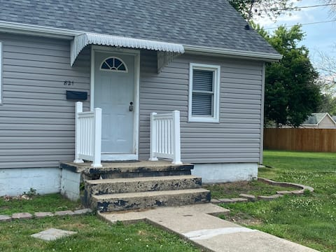 Chestnut House; Litchfield; PETS WELCOME