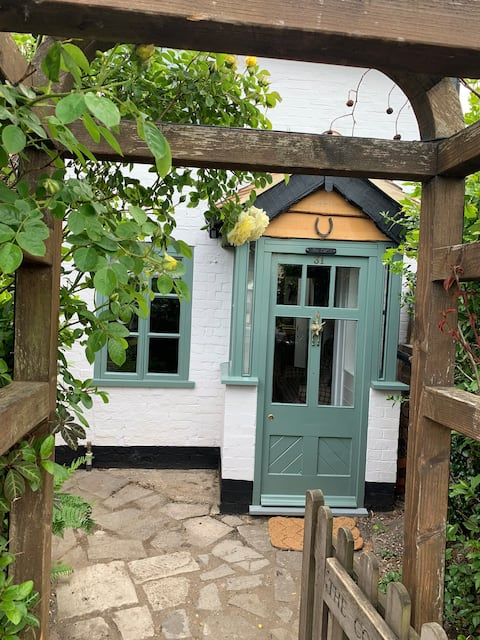 Charming cosy cottage with convenient location.