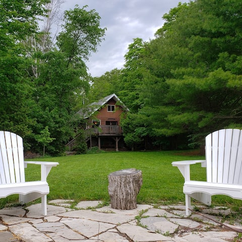 2 br and loft Waterfront Cottage on Otter Lake