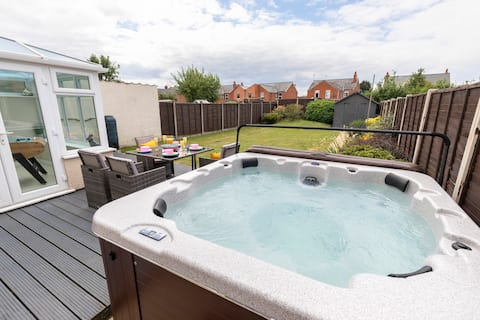 Modern 3 Bedroom Home in Gloucester with Hot Tub