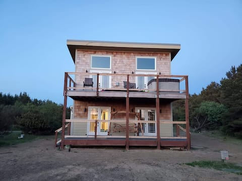 Happy @ the Beach! Newly built home with a view.
