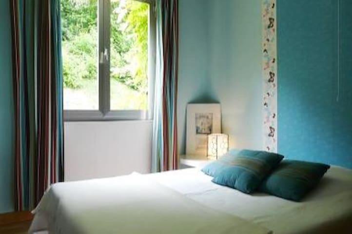 Chambre lit 140 avec rangements