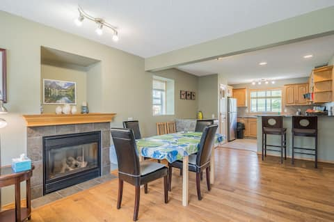 Beautiful 3 Beds townhouse located at downtown