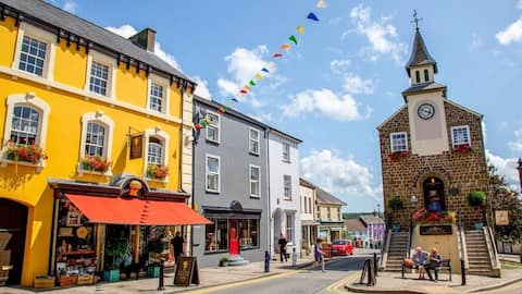 Located within walking distance of Narberth Town.