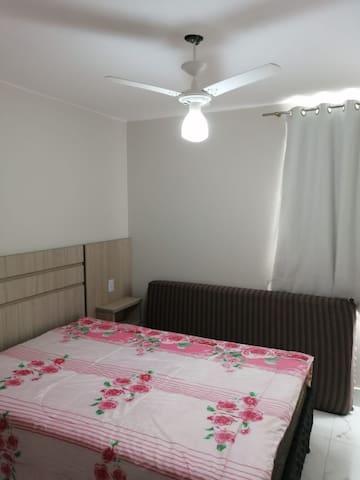 Quarto 1 - cama de casal + colchão solteiro