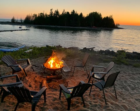 Pike Bay DIRECT LAKEFRONT with Private Beach
