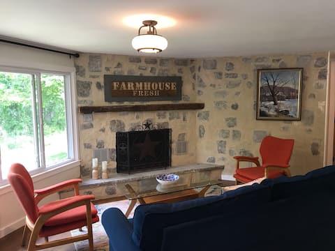 Lakeview farmhouse; quaint, comfortable, peaceful
