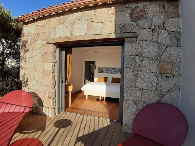 Vue chambre d'hôte avec terrasse privée - A Casa Di Famidda- U Castellu Propriano