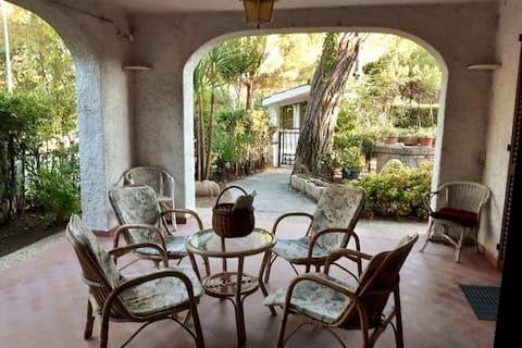 Hel villa omgivet af grønt i Riccione