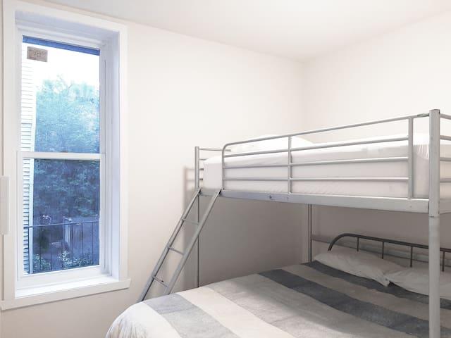Private bedroom 5 - 1 Queen bed + 1 Double loft