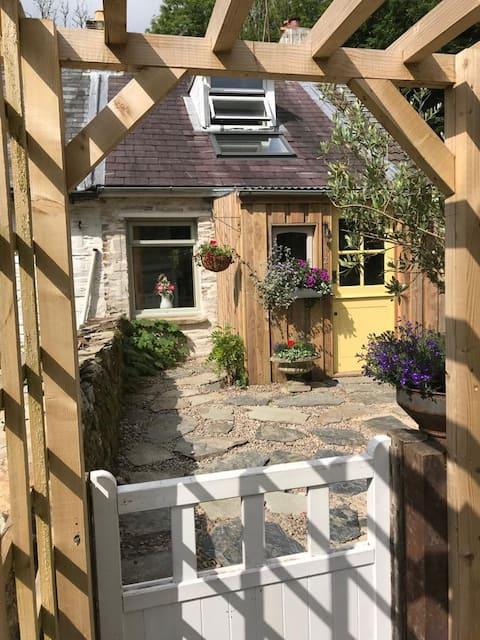 Llonwen cottage Dog friendly cottage for 3