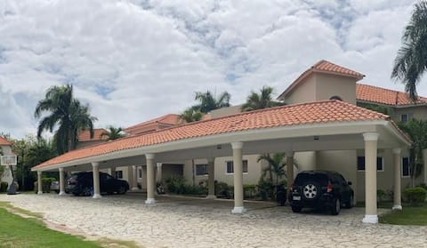 Apart 2BR in Metro Country Club 20 min to Airport
