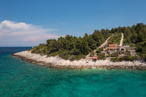 Villa Insula - Perfect off-grid, seafront house
