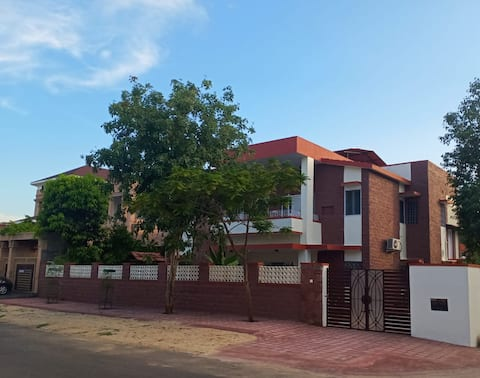 Cheerful 3 bedroom residential home with parking