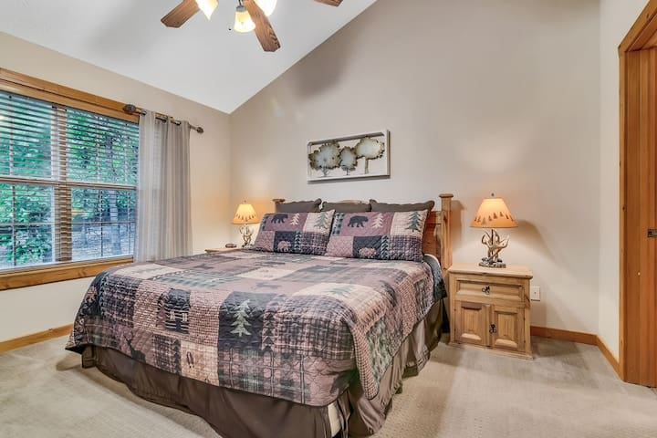 Two master suites both with king size beds!  So everyone gets the best set-up!