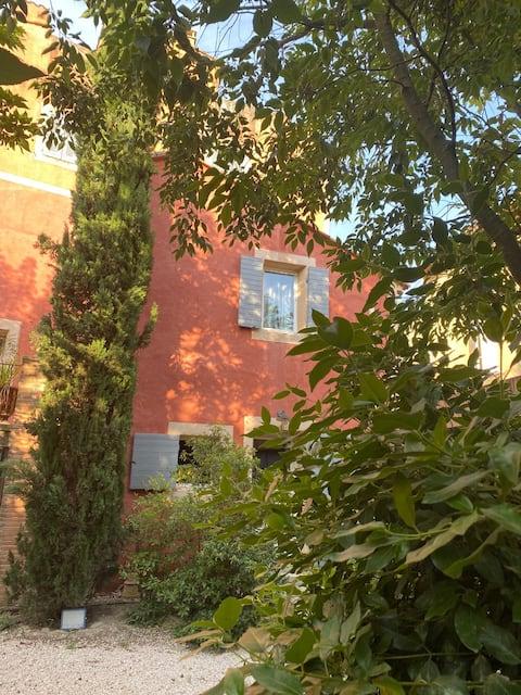 Rians : Small house on lush garden