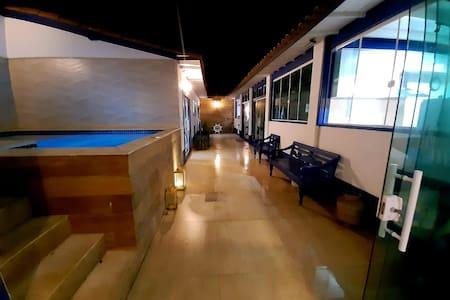 Área comum que dá acesso ao loft totalmente iluminado