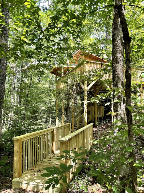 Walland Forests Treehouse Suite with Hot Tub(new)