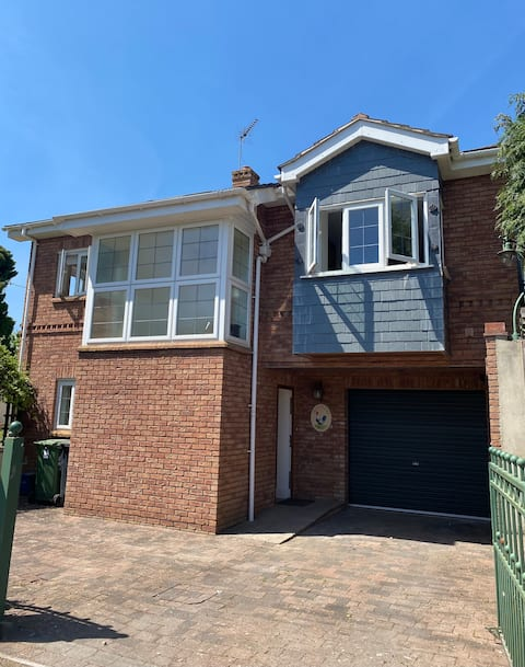 NEW-Detached house in the heart of a seaside town