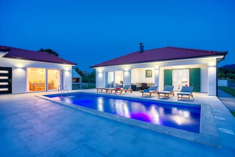 Villa Lake with heated pool and magical views