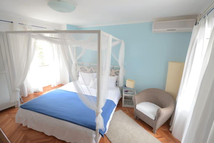 glavna spavaća soba, prvi kat