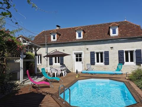 Charmante maison en pierre avec piscine et spa