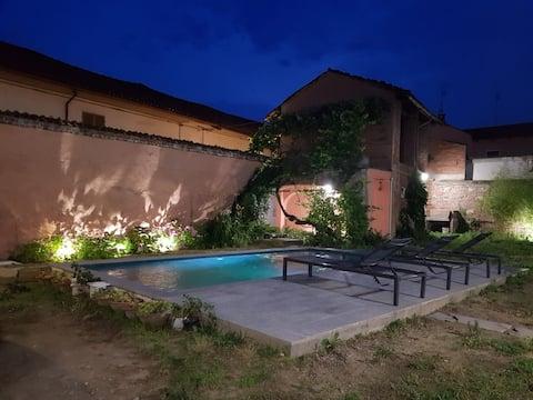 Villa Ortensia con piscina a Carignano(To)