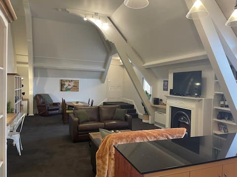 Loft24 - Tranquil 2br apartment steeped in history