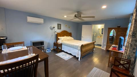A Place to Yourself - Cozy Cottage 1 Bedroom Suite