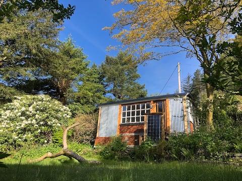 Unique Retro Hut in Lovely Welsh Village