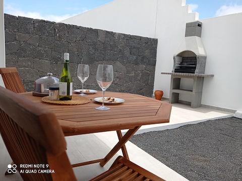 Nuevo y bonito apartamento con terraza en Teguise.