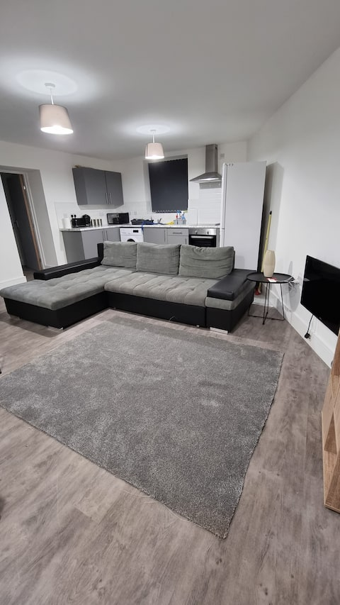 2 bed 2 ensuite Ground Floor Furnished apartment.
