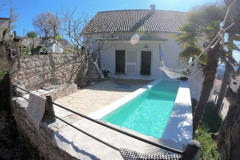 Εξοχική κατοικία BABABEBA με πισίνα