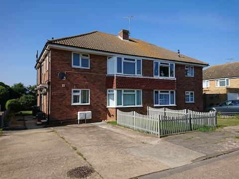 Just off the seafront 2 bed first floor retreat