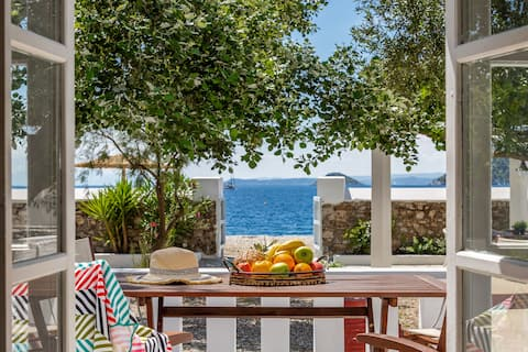 Psarianos Beach Front Apartment, for 2-4 guests