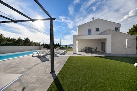 NEW! Amazing Villa Buterin with Private Pool