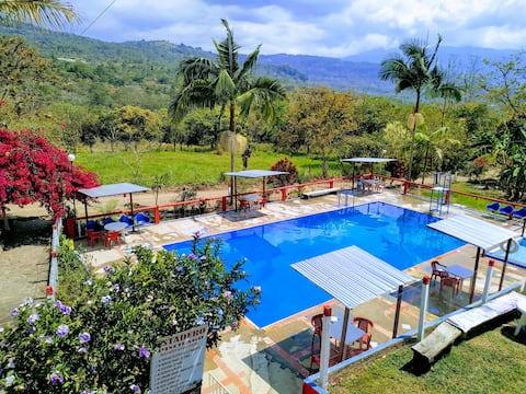 Agradable casa de campo con piscina, campo de tejo