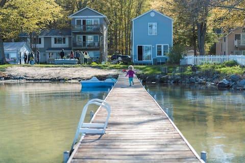Sunny Waterfront Cottage on Glen Lake