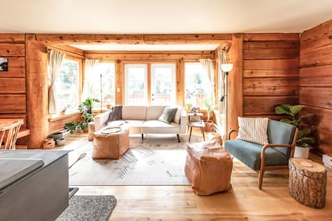 Hygge Log Home Downtown with Great Mountain Access