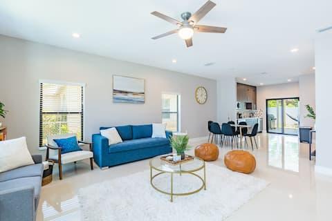 NEW Modern Home - mins from CL Beach + AMENITIES!!