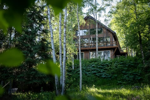 Secluded Nature Hideaway - Heart of Anchorage