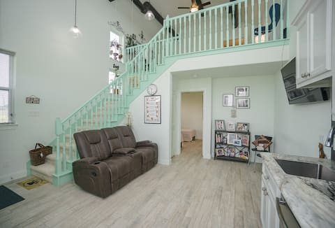 """Welcome to """"Munni's Mint House"""" 2 BR in Needville"""