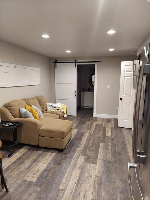 A Touch of Sunshine. 1 bedroom suite with hot tub