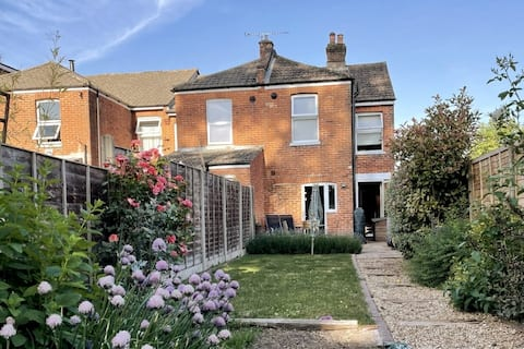 Entire 2 bed house with enclosed garden