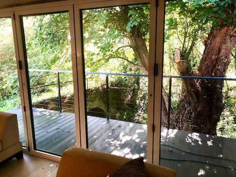 Beautiful 2 bed lodge with woodland/stream view