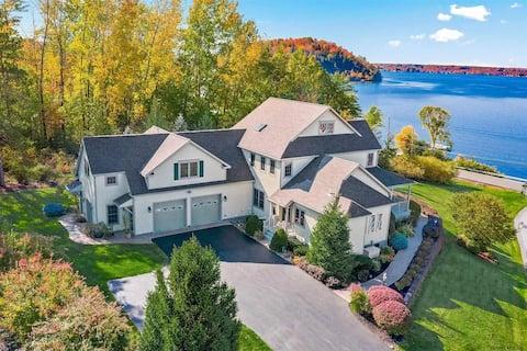 The Artemis Lake House - Lakefront Luxury Getaway