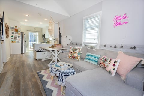 Newly-Renovated Surf Bungalow ½ blk beach 2BR/1BA
