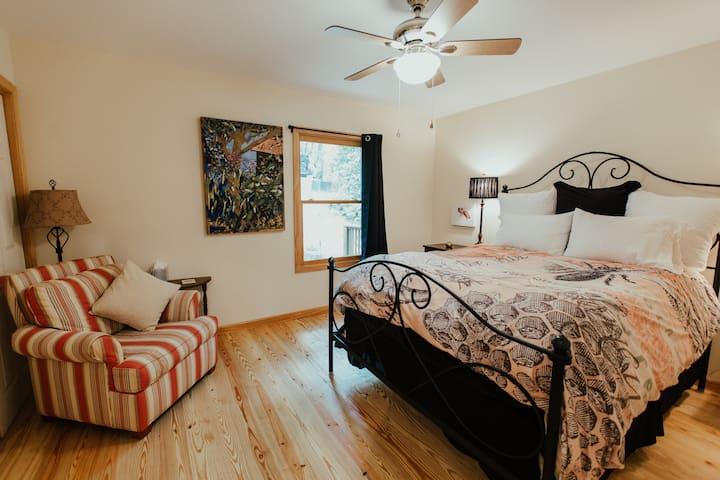 Downstairs queen size bedroom