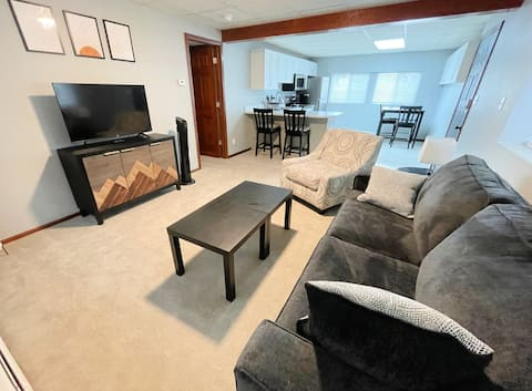 Private Garden-Level Apartment South of Denver