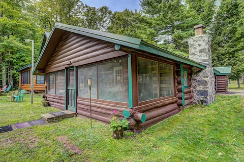Charming log cabin with beach and great fishing!